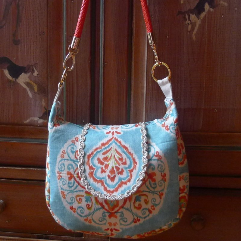 Medium Messenger-Coral-Suzani Image