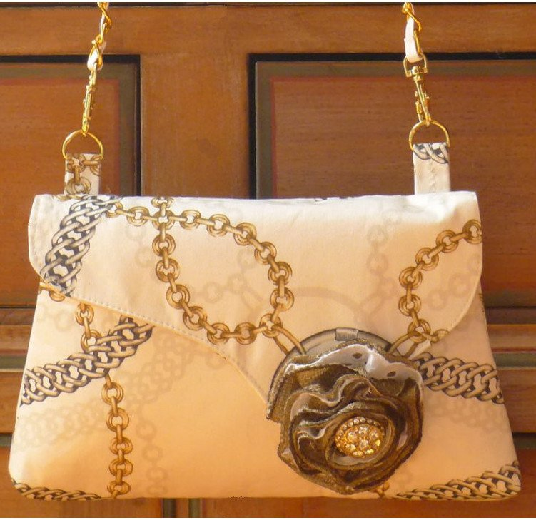 Doris Clutch-Chain and Burlap Image